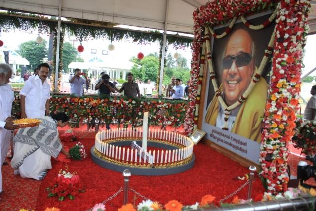 அஞ்சலி செலுத்திய  மேற்கு  வங்க முதல்வர் மம்தா பானர்ஜி