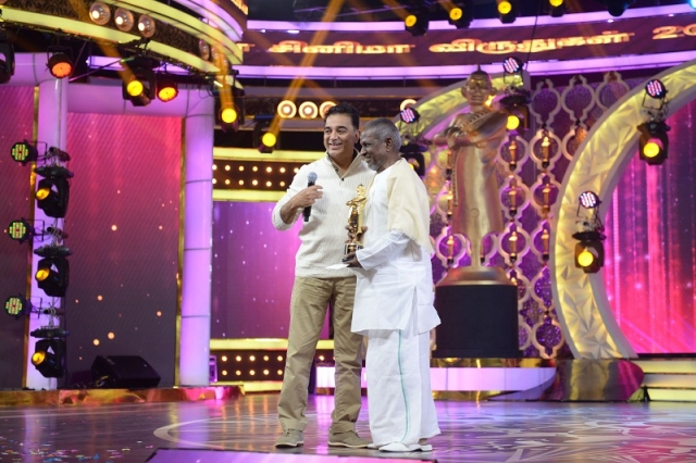 Kamal with Ilayaraaja at Cinema Vikatan Awards