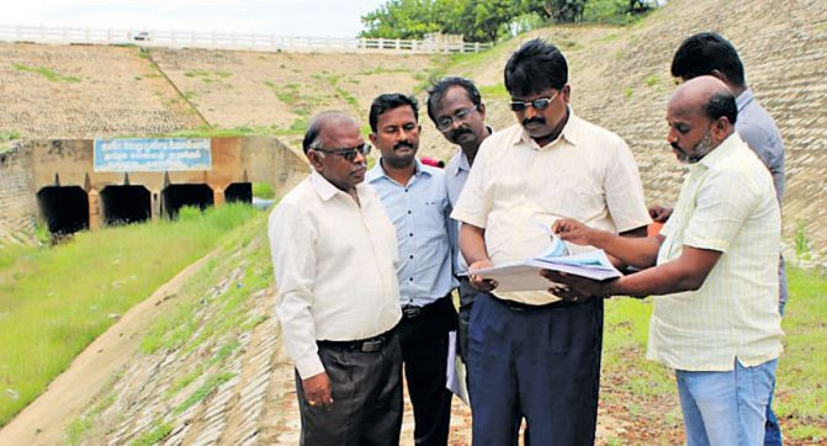 Engineers inspects