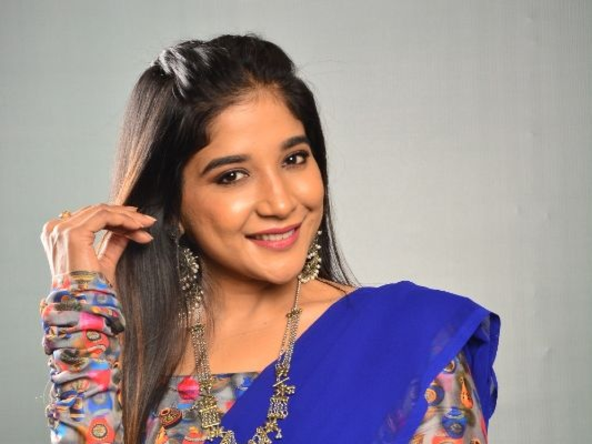 நடிகை சாக்ஷி அகர்வால்  லேட்டஸ்ட் ஸ்டில்ஸ்!