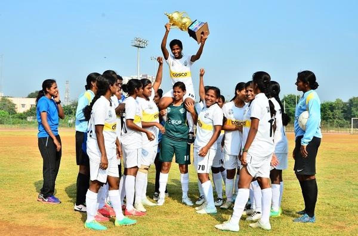 தமிழக பெண்கள் கால்பந்து அணி