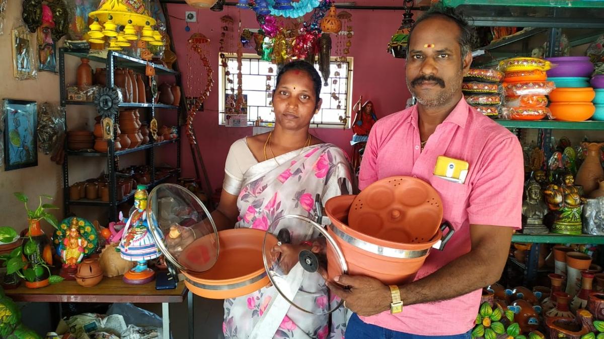 சத்யா மற்றும் அவன் கணவர்