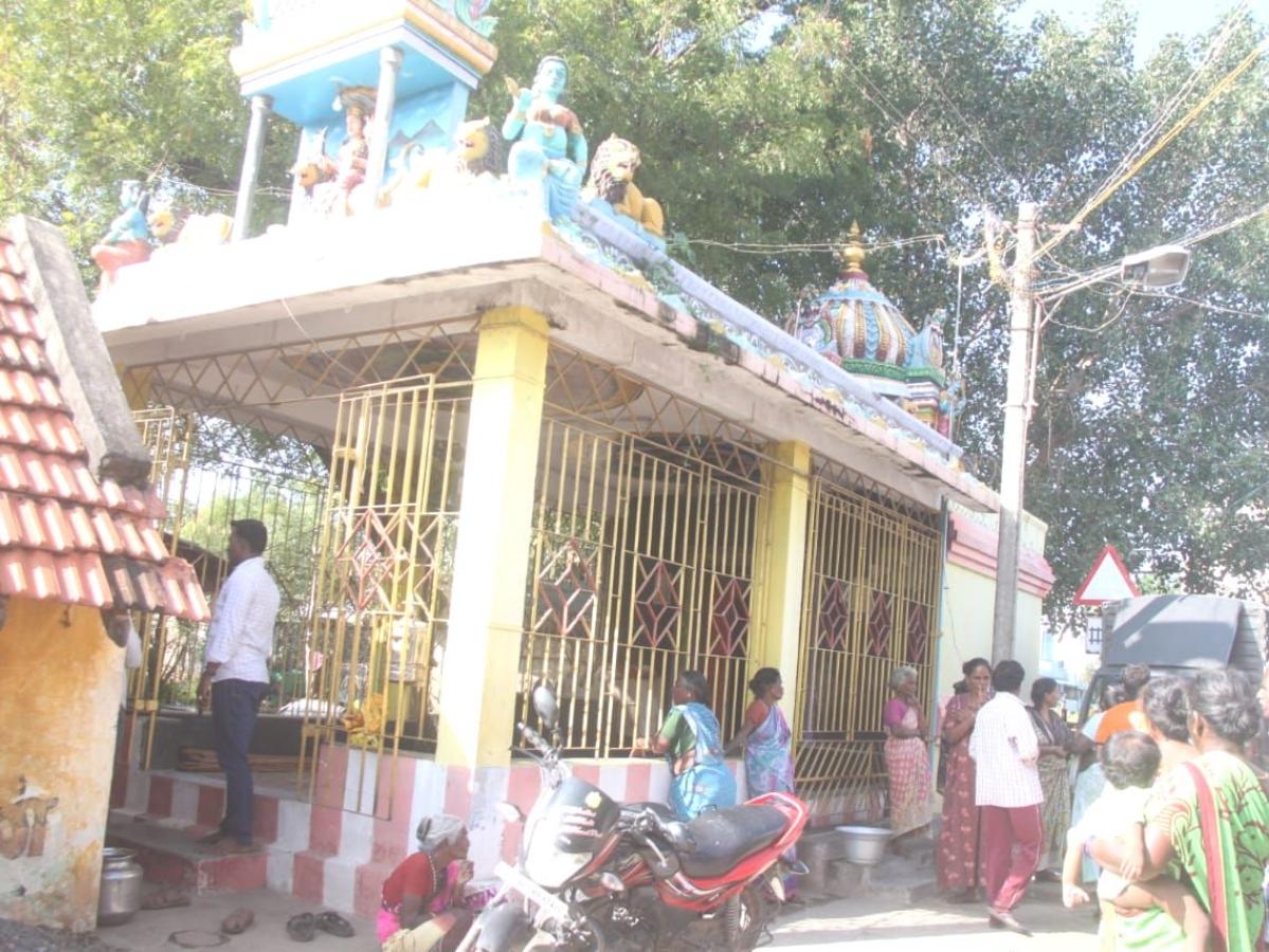 `கொள்ளைபோனது 115 கிலோ  ஐம்பொன் சிலைதானா?'- காட்பாடி மாரியம்மன் கோயில் சர்ச்சை