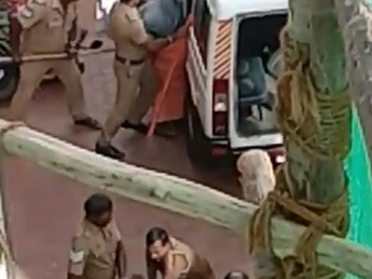 `அவர்களை ஜீப்பில் ஏற்றியது ஏன்?!' - கன்னியாகுமரி போலீஸின் செயலால் வைரலாகும் வீடியோ