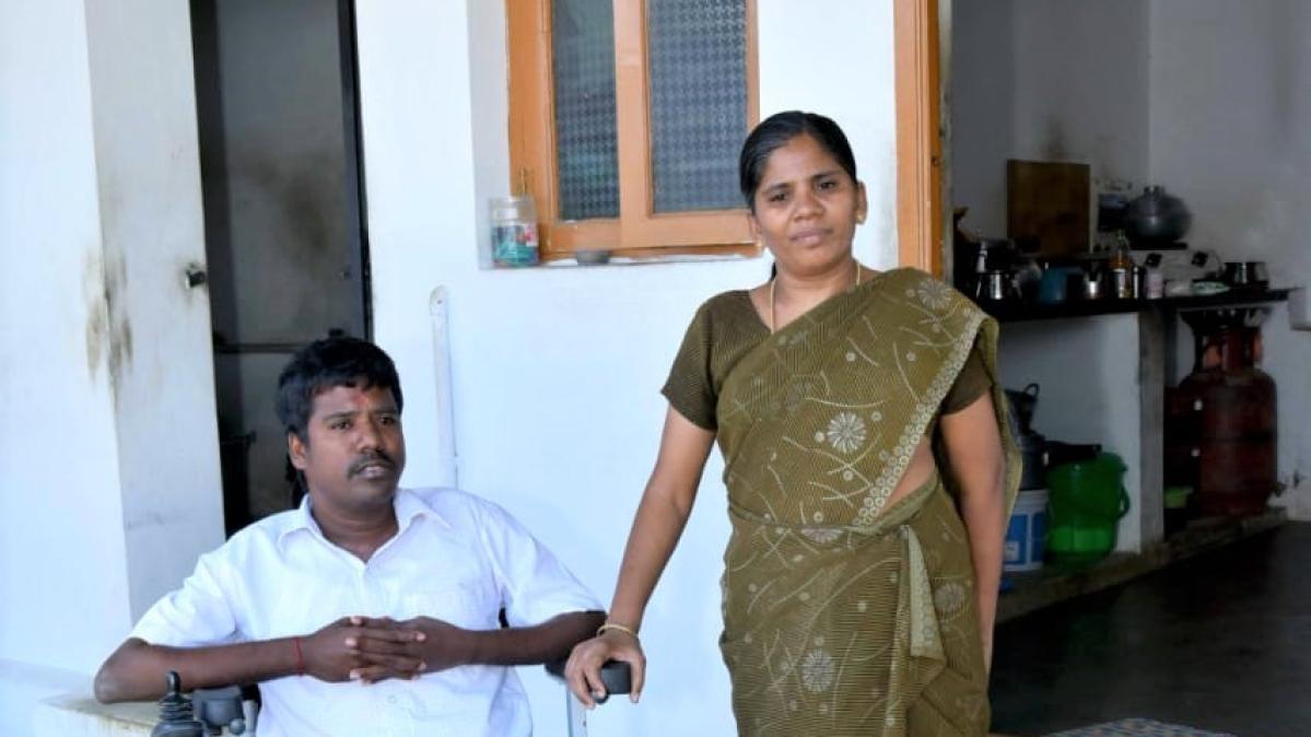 தசைச் சிதைவு நோயால் பாதிக்கப்பட்ட வனிதா மற்றும் ராஜா