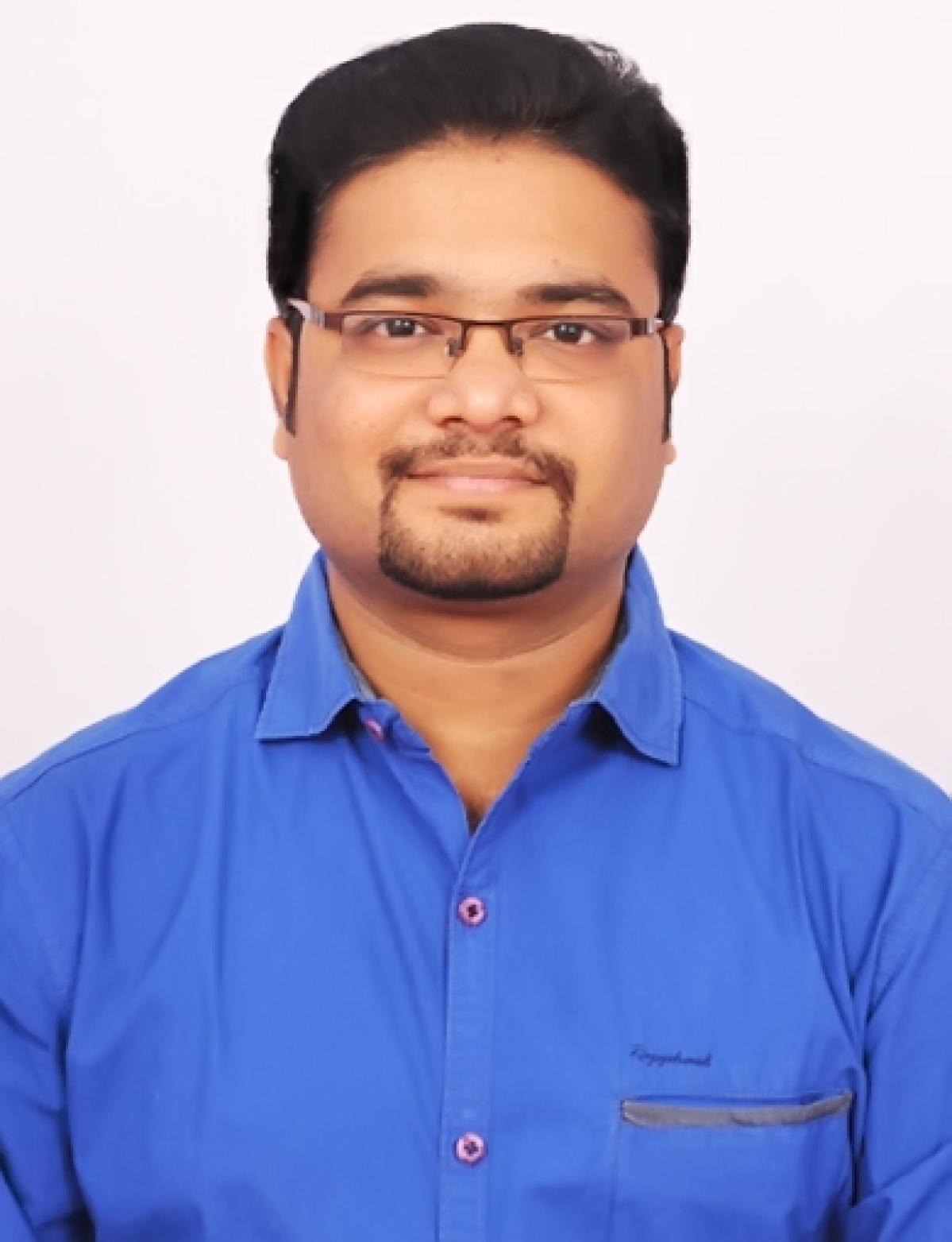 சித்த மருத்துவர் விக்ரம் குமார்