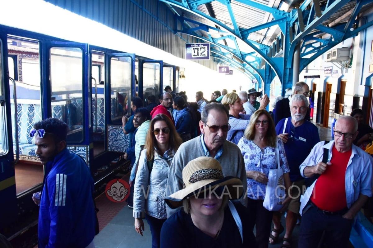 Nilgiri mountain train& tourists