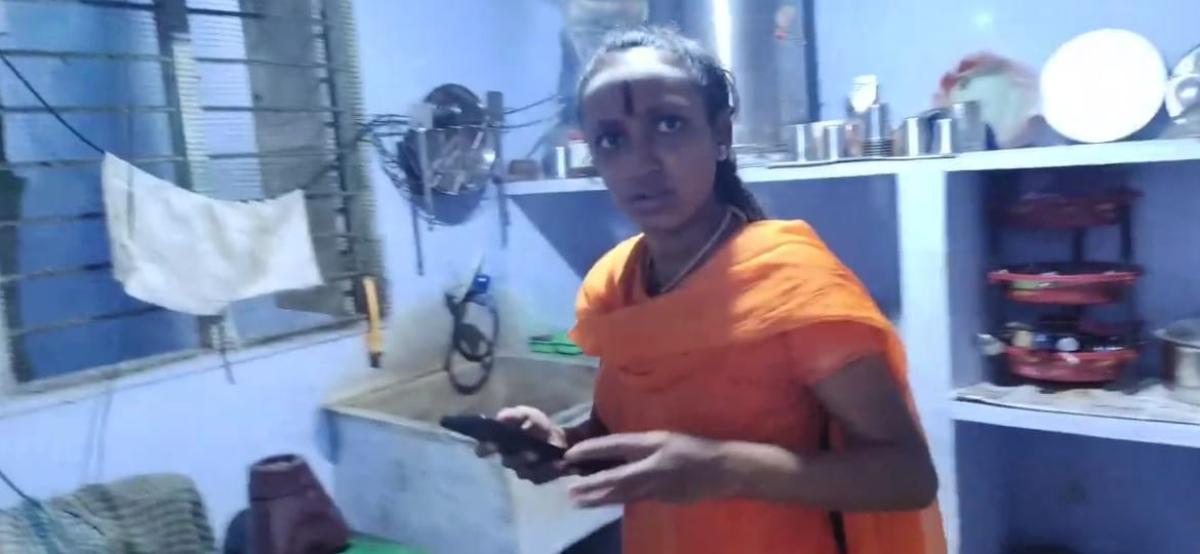 நித்யானந்தாவின் பெண் சீடர்