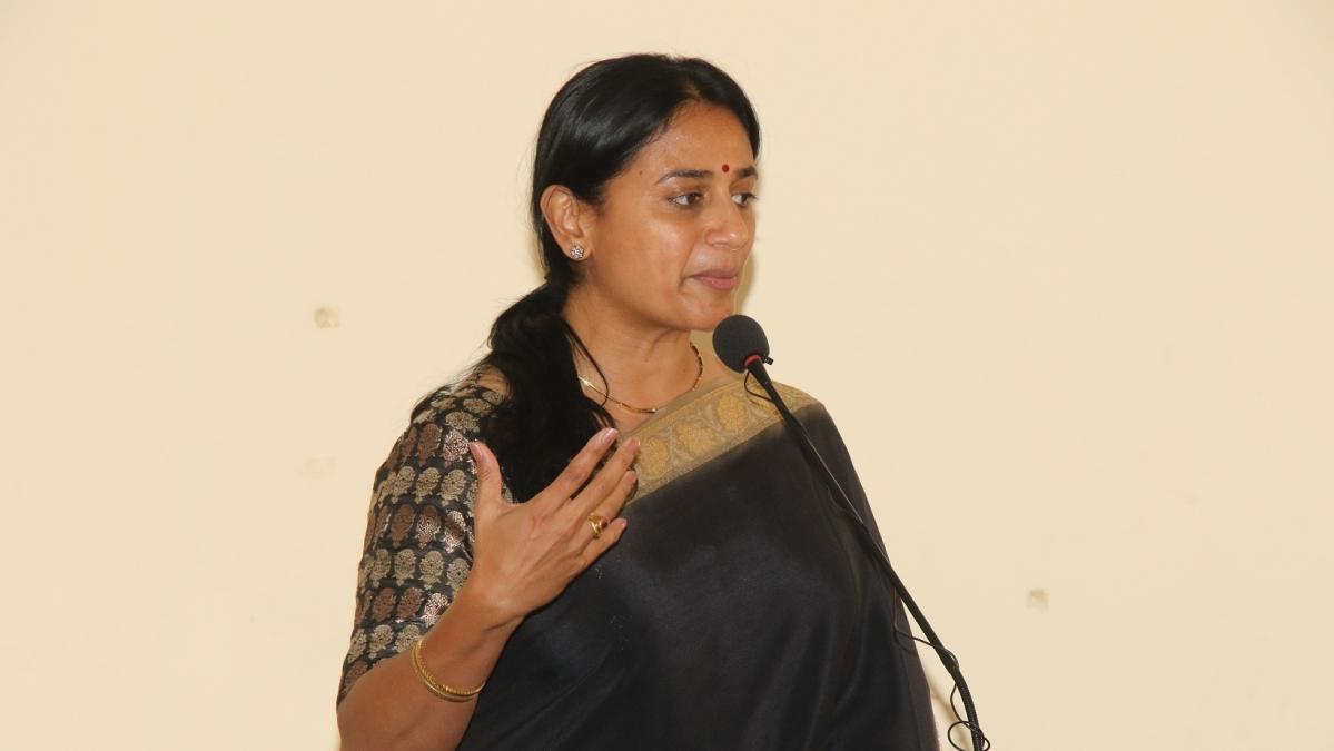 நடிகை அனுஹாசன்