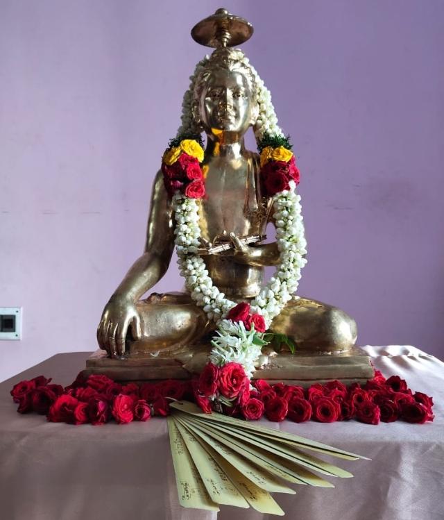 பாலச்சந்திரன் ஐ.ஏ.எஸ் பரிசளித்த திருவள்ளுவர் சிலை