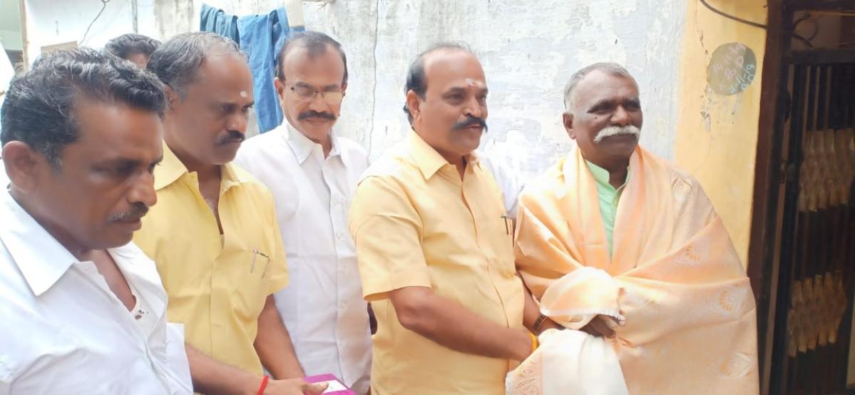 கோ.தர்மனுடன் அமைச்சர் கடம்பூர் ராஜு