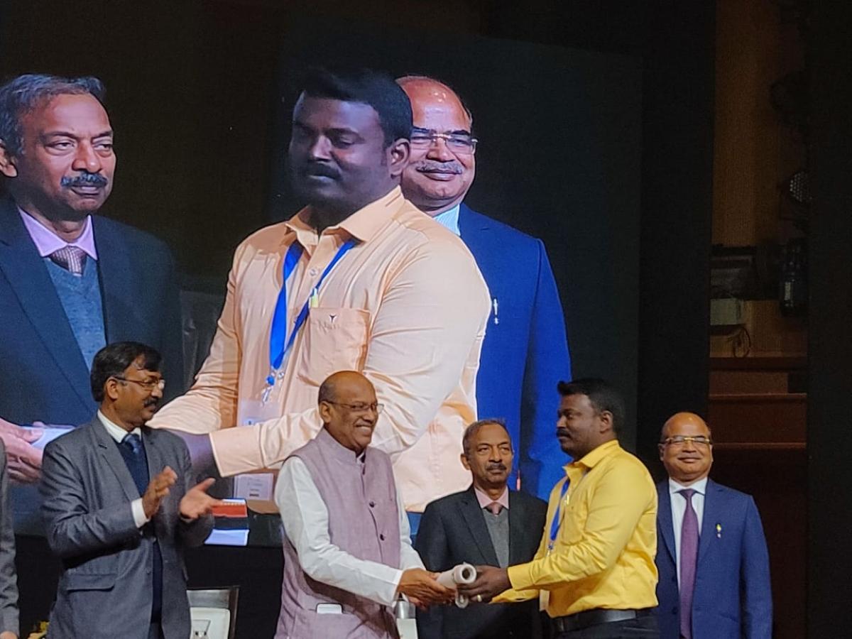 விருது விழாவில் ஆசிரியர்கள் - ஆசிரியர் செல்வகுமார்