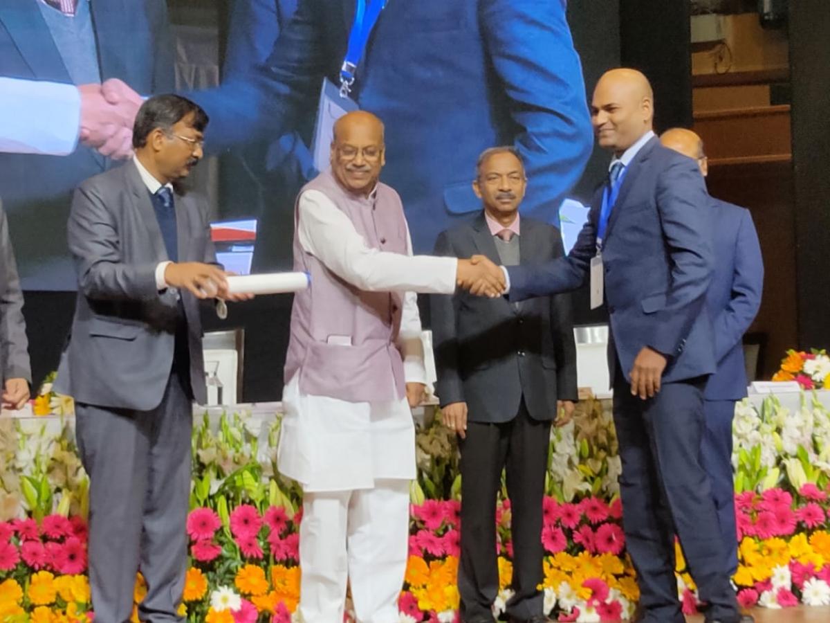 விருது விழாவில் ஆசிரியர்கள் - லாசர் ரமேஷ்