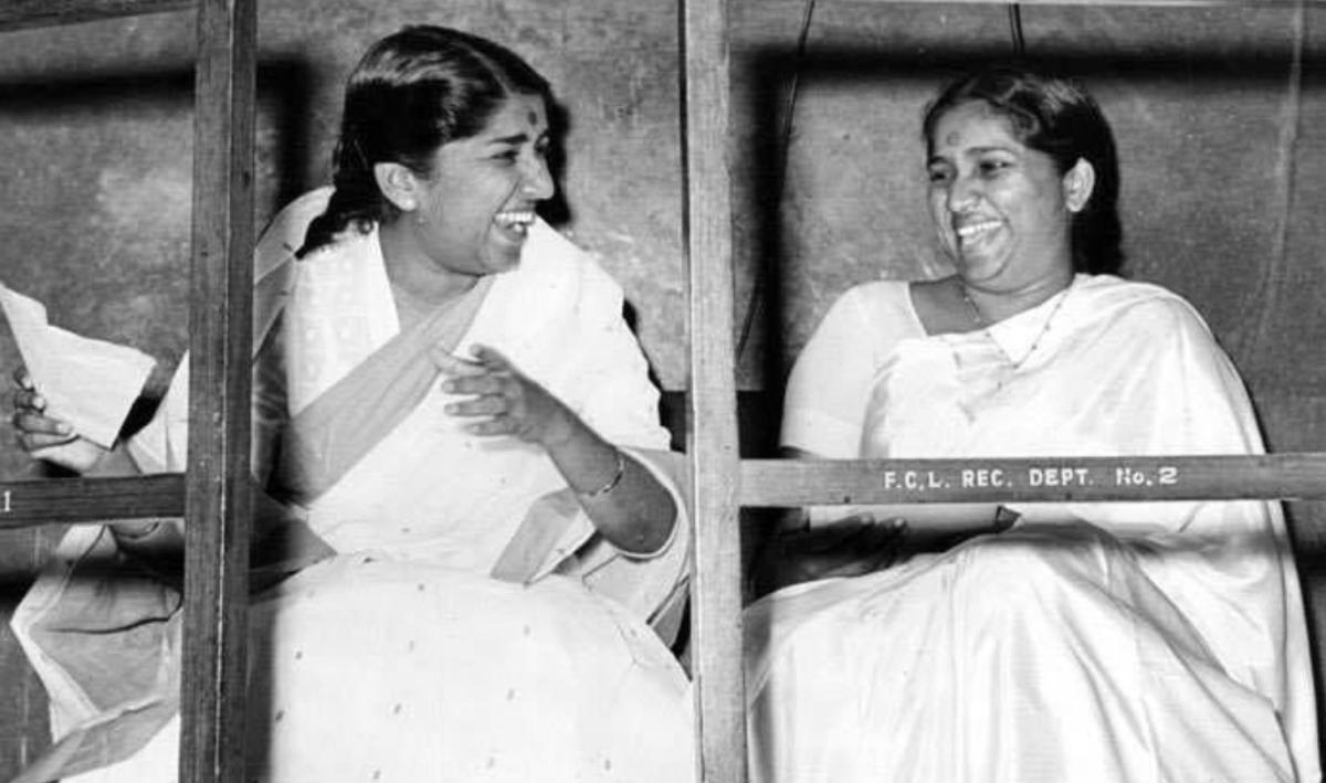 Lata Mangeshkar and Asha Bosle
