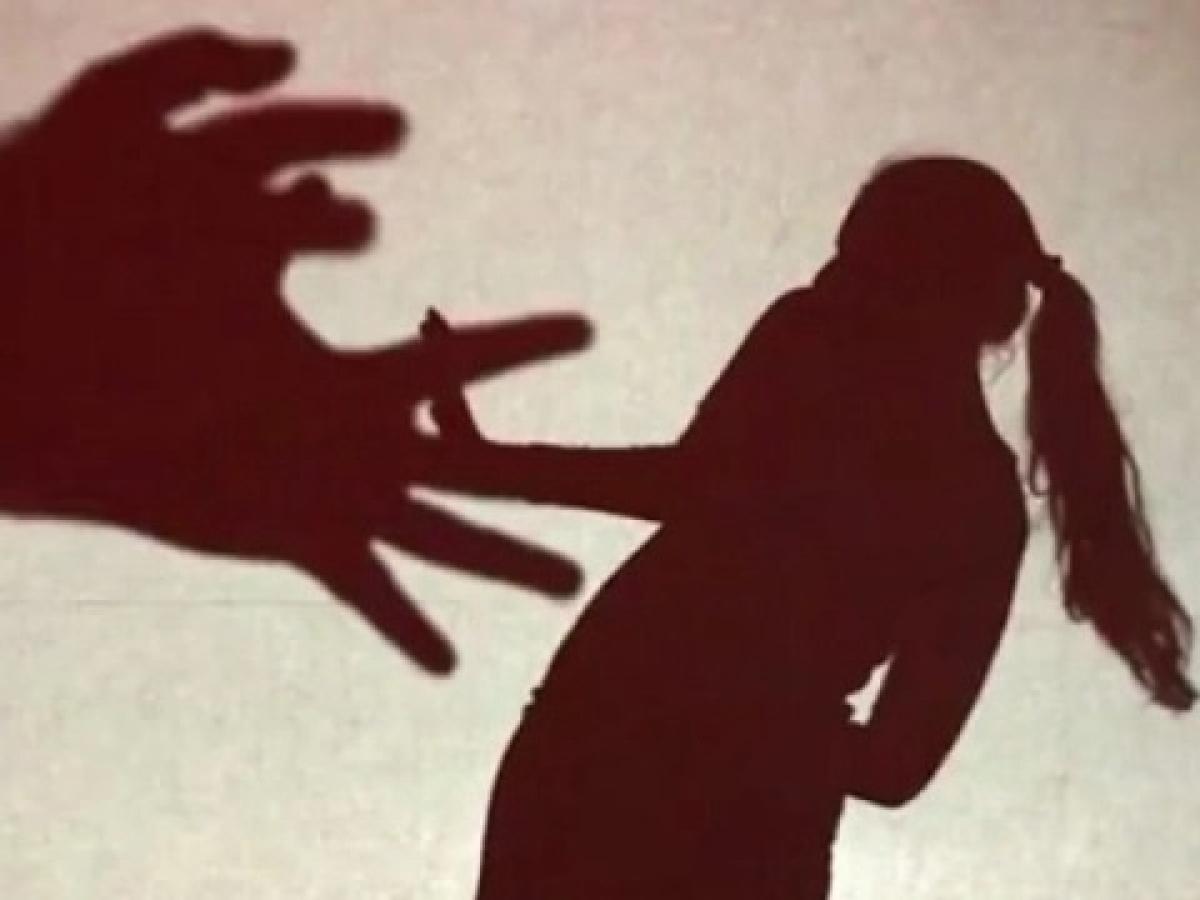 `டூ வீலரில் பின்தொடர்ந்து  இளம்பெண்ணுக்கு பாலியல் தொல்லை!' - ராமநாதபுரத்தில் போலீஸில் சிக்கிய இருவர்