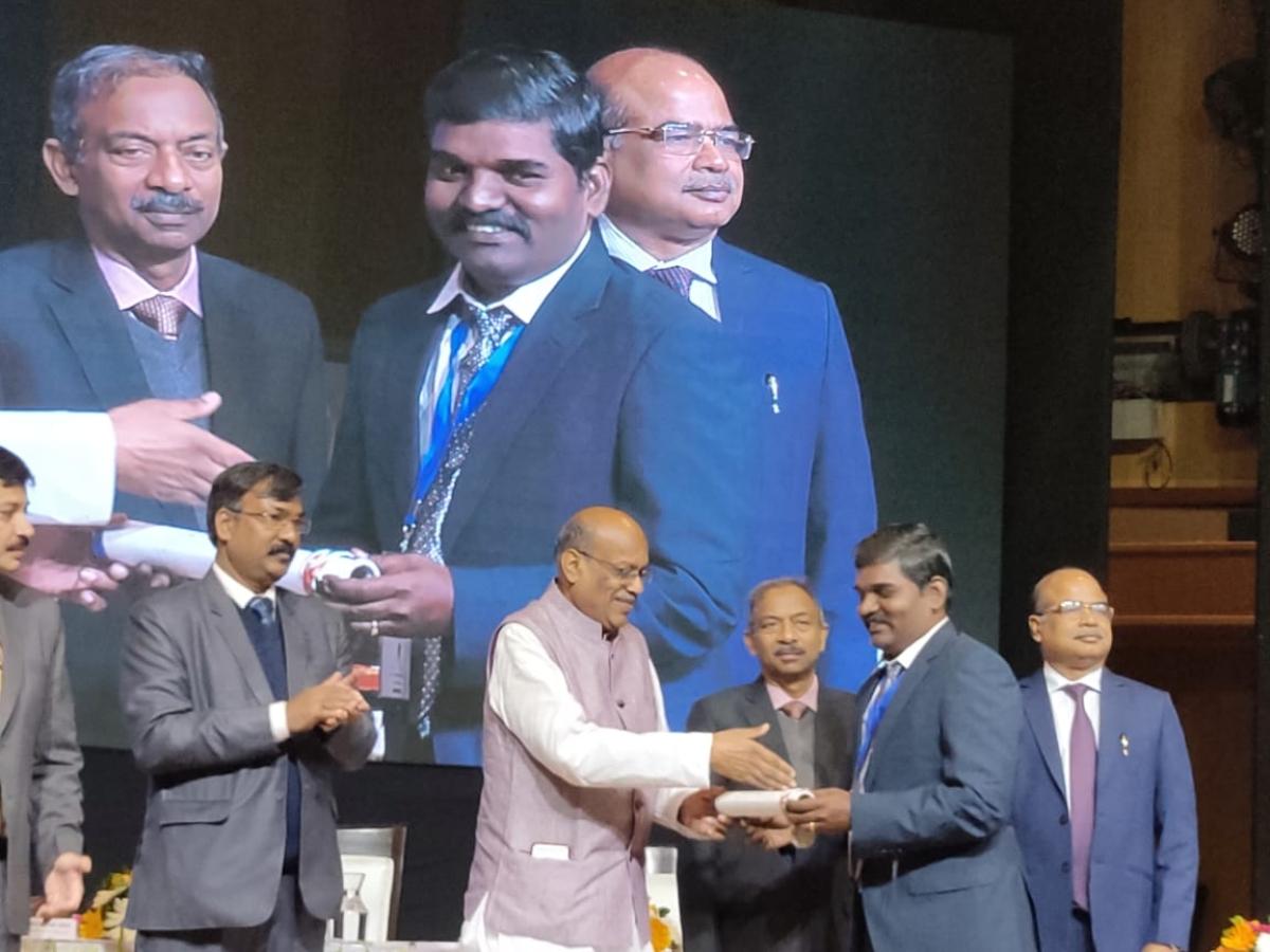 விருது விழாவில் ஆசிரியர்கள் - ஆசிரியர் கருணைதாஸ்