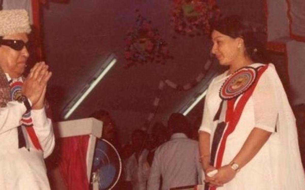 குடியுரிமை மசோதா... எம்.ஜி.ஆர். ஜெயலலிதா கொள்கைக்கு உலை... எடப்பாடி, பன்னீர் கொடுத்த விலை!