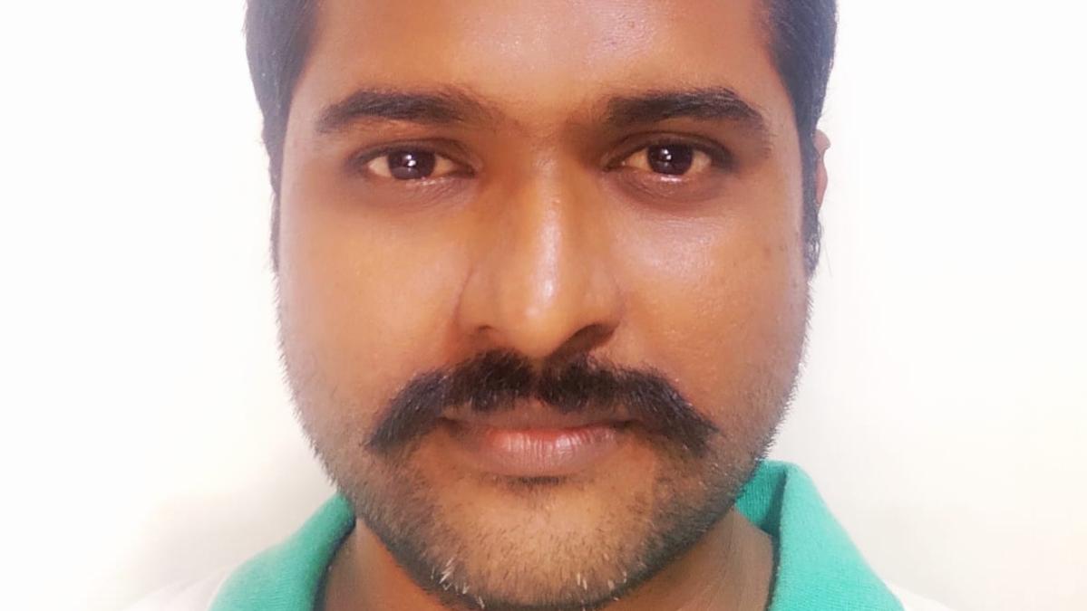 வருத்தப்படாத வாக்காளர் சங்கத் தலைவர் விஜயகுமார்