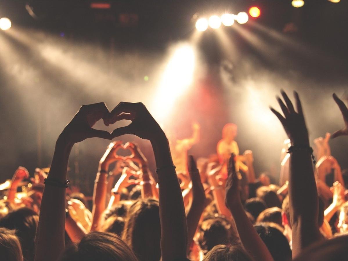 `கேக் சாப்பிடும் போட்டி!' - ஆஸ்திரேலியா தினக் கொண்டாடத்தில் பெண்ணுக்கு நேர்ந்த துயரம்