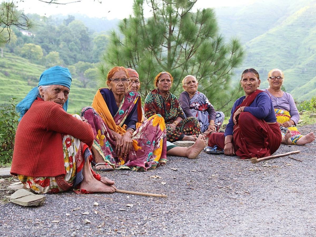 ``ஒரு ரூபாய் பணம்; ஒரு பூ ..!'' -  புதுக்கோட்டைப் பகுதியில் தீயாகப் பரவும் புரளி #MyVikatan