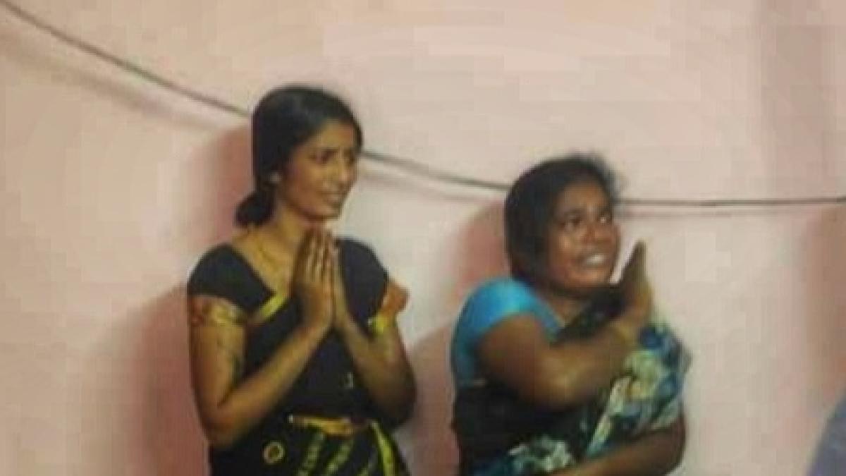 நகை திருட்டில் ஈடுபட்ட பெண்கள்
