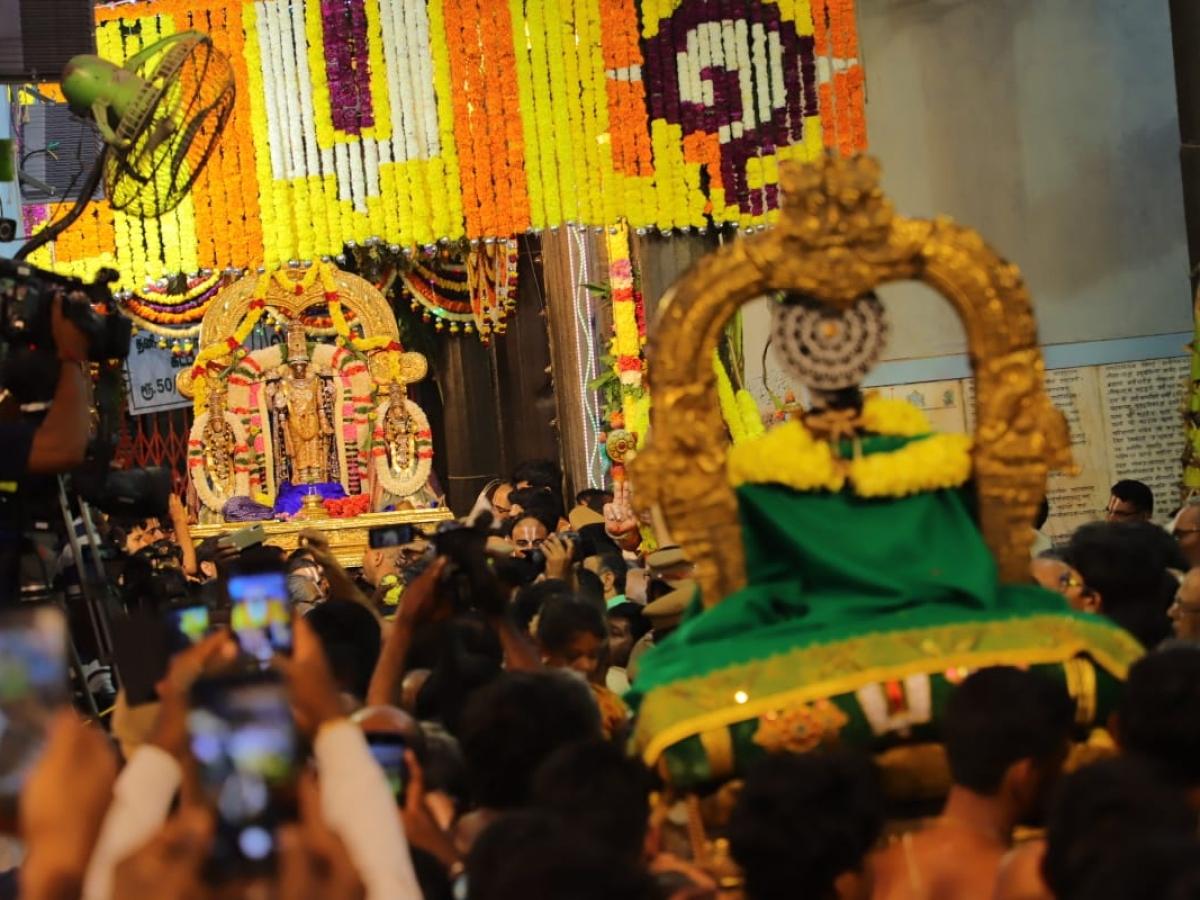பார்த்தசாரதி கோயில் பரமபதவாசல் திறக்கப்பட்டது.. ஆயிரக்கணக்கான பக்தர்கள் பரவசம்!