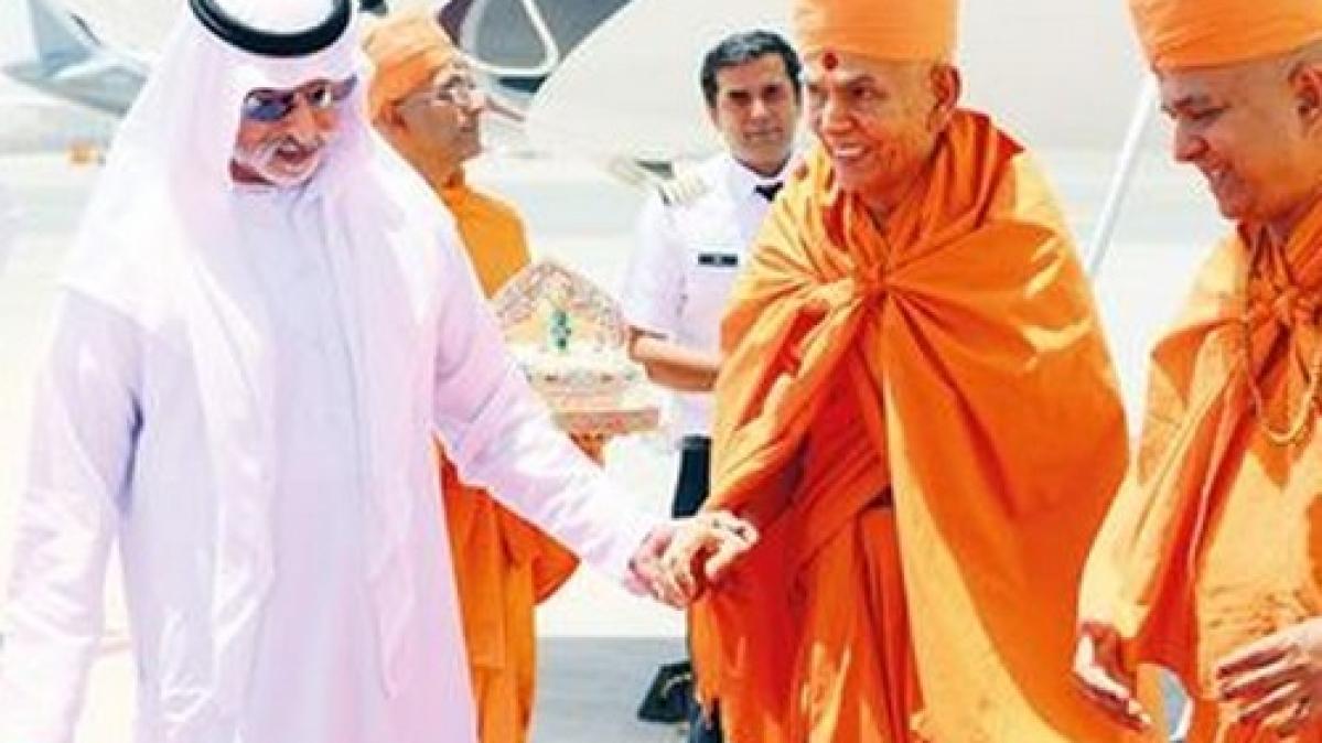 இந்து மதத் தலைவர்களை வரவேற்கும் அமீரக அமைச்சர்