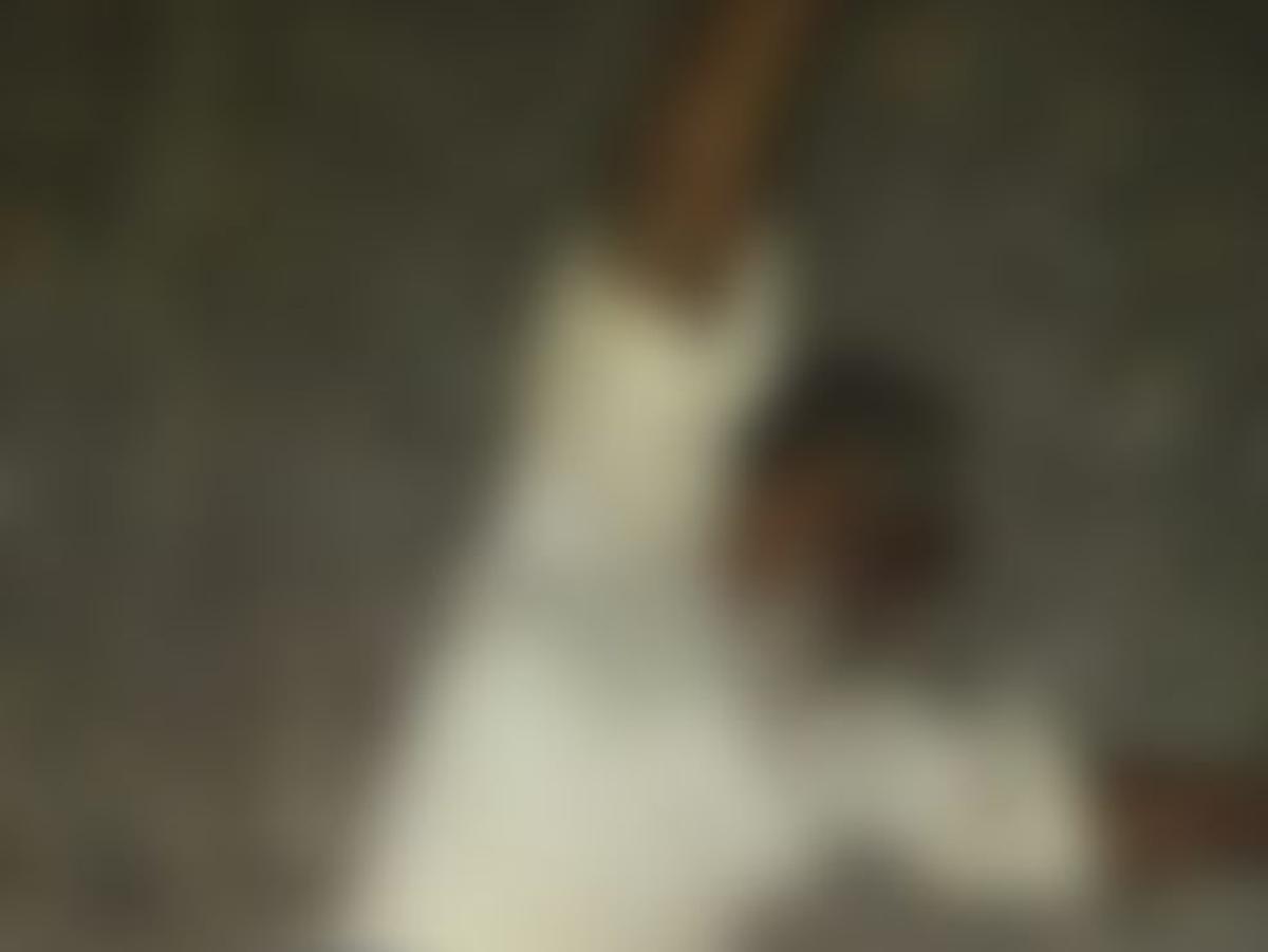 `100 மீ தூரத்தில் ரயில்; தண்டவாளத்தில் கிடந்த முதியவர்!' - விரைந்து செயல்பட்ட ஆரல்வாய்மொழி போலீஸார்