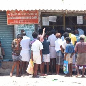 `டாஸ்மாக்' தமிழன்...! - வாசகர் பகிர்வு #MyVikatan