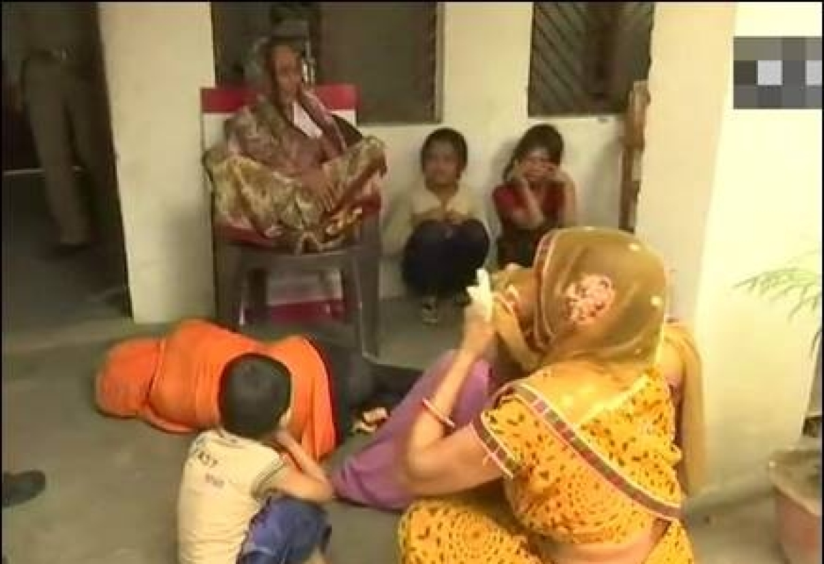 यूपी: मुख्यमंत्री आवास के बाहर खुदकुशी की कोशिश करने वाली बलात्कार पीड़िता के पिता की पुलिस हिरासत में मौत