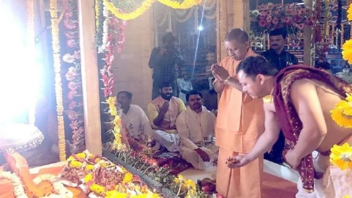 अस्थायी मंदिर में शिफ्ट हुए भगवान राम, CM योगी ने कराया विराजमान